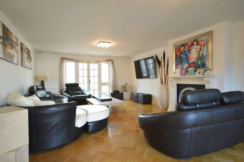 4 Bedrooms Detached House for sale in Bentley Mews, Faversham Avenue, Enfield, Middlesex. EN1