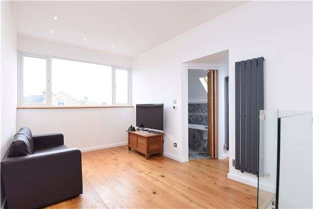 1 Bedroom Flat for sale in Estreham Road, SW16