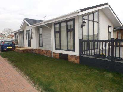 House for sale in Hayes Country Park, Battlesbridge, Wickford