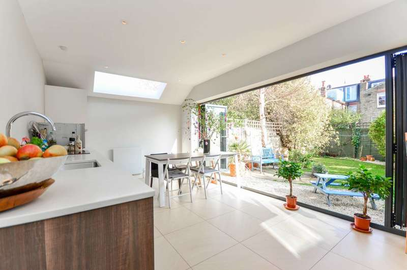 2 Bedrooms Flat for sale in Kenyon Street, Bishop's Park, SW6