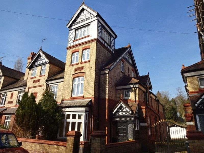 6 Bedrooms Semi Detached House for sale in Park Lane, Kidderminster DY11 6TB