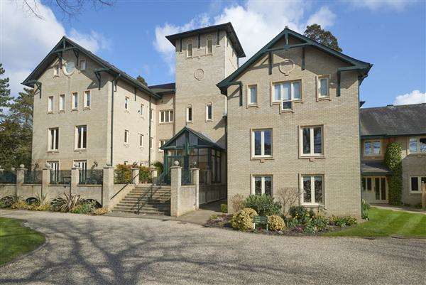 3 Bedrooms Apartment Flat for sale in Osborne Court, Norwich