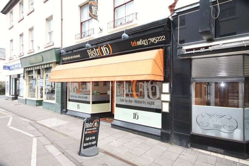 3 Bedrooms Flat for sale in Restaurant and large flat