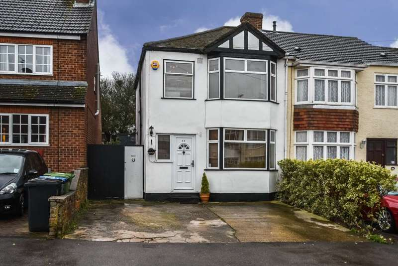 3 Bedrooms Semi Detached House for sale in Oliver Road, Nash Mills, Hemel Hempstead