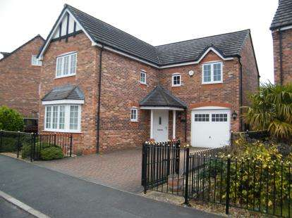 4 Bedrooms Detached House for sale in Radcliffe Road, Winsford, Cheshire, CW7