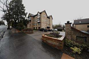 2 Bedrooms Flat for sale in Baydon Court, 2-8 Durham Avenue, Bromley