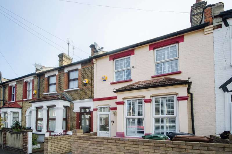 3 Bedrooms Terraced House for sale in Northbank Road, Walthamstow, E17