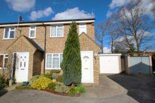 3 Bedrooms End Of Terrace House for sale in Harrowsley Court, Horley, Surrey