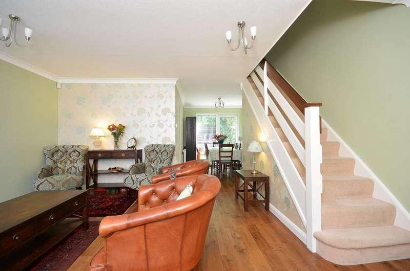 3 Bedrooms Terraced House for sale in Dumbleton Close, Kingston, KT1