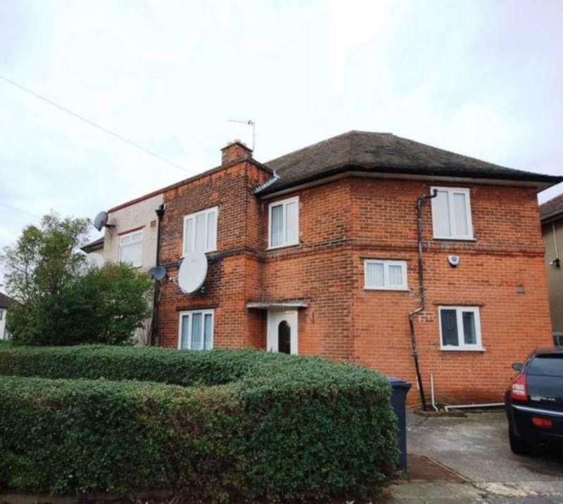 3 Bedrooms Semi Detached House for sale in Gainsborough Road, Dagenham