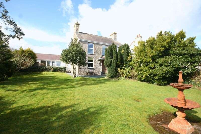 4 Bedrooms Detached House for sale in Marianglas, Anglesey