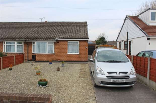 2 Bedrooms Semi Detached Bungalow for sale in Woodlands Avenue, Irlam, Manchester