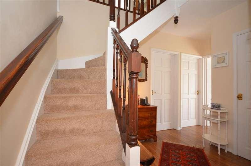 4 Bedrooms Detached House for sale in Headley Road, Billericay, Essex
