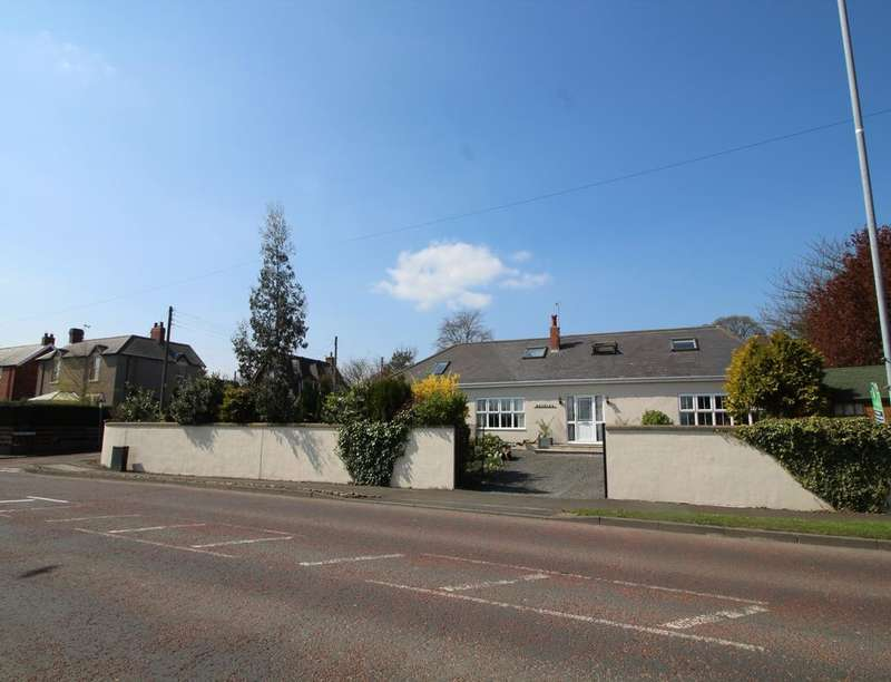 5 Bedrooms Detached House for sale in Roselea Sunniside Road, Whickham, NE16