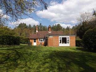 3 Bedrooms Bungalow for sale in Shipbourne Road, Tonbridge