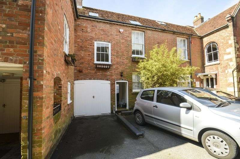 3 Bedrooms Mews House for sale in High Street, Lymington