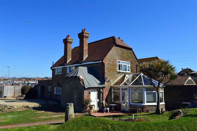 2 Bedrooms Link Detached House for sale in Cliff Road, Seaford, East Sussex