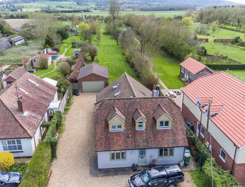5 Bedrooms Detached House for sale in Weston Road, Aston Clinton