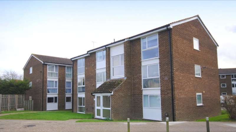 2 Bedrooms Flat for sale in Lupin Drive, Springfield, Chelmsford, CM1