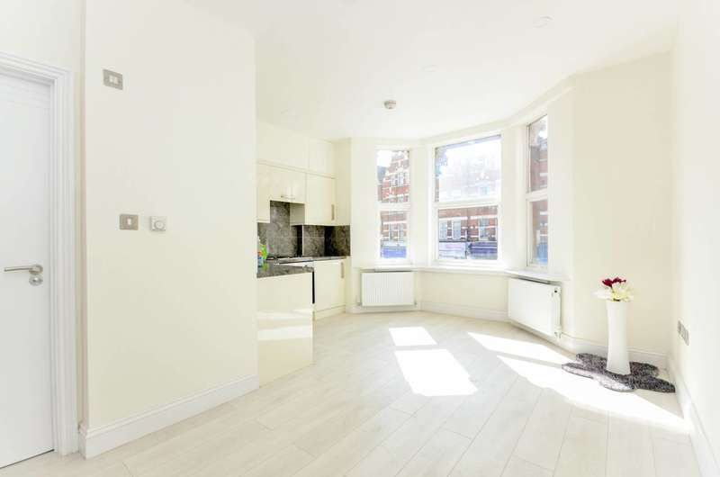 1 Bedroom Flat for sale in Streatham High Road, Streatham, SW16