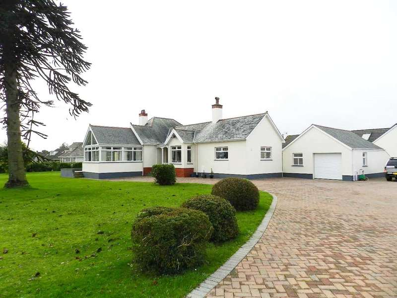 3 Bedrooms Detached Bungalow for sale in Longleat, Milford Road, Johnston, Haverfordwest