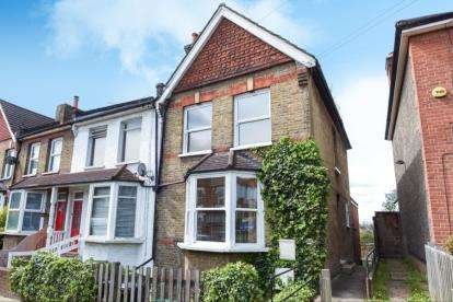 2 Bedrooms Maisonette Flat for sale in Tylney Road, Bromley
