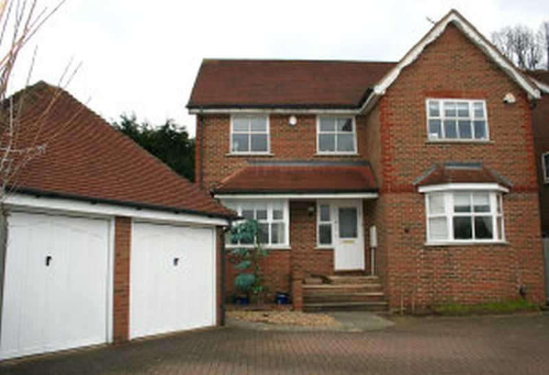 4 Bedrooms Detached House for sale in Bushey