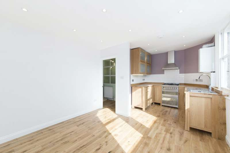 2 Bedrooms Flat for sale in Harvard Road, London, W4