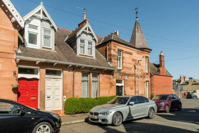 3 Bedrooms Terraced House for sale in West Holmes Gardens, Musselburgh, East Lothian, EH21 6QW