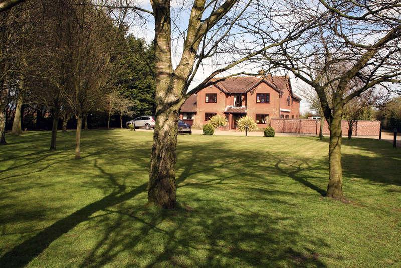 6 Bedrooms Detached House for sale in London Road, Gisleham, Lowestoft, Suffolk