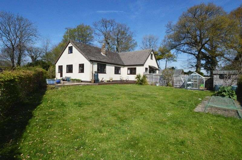 4 Bedrooms Detached Bungalow for sale in Farringdon/Four Marks borders, Hampshire