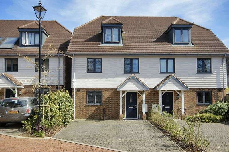 4 Bedrooms Semi Detached House for sale in Sunnyside Close, East Grinstead, West Sussex
