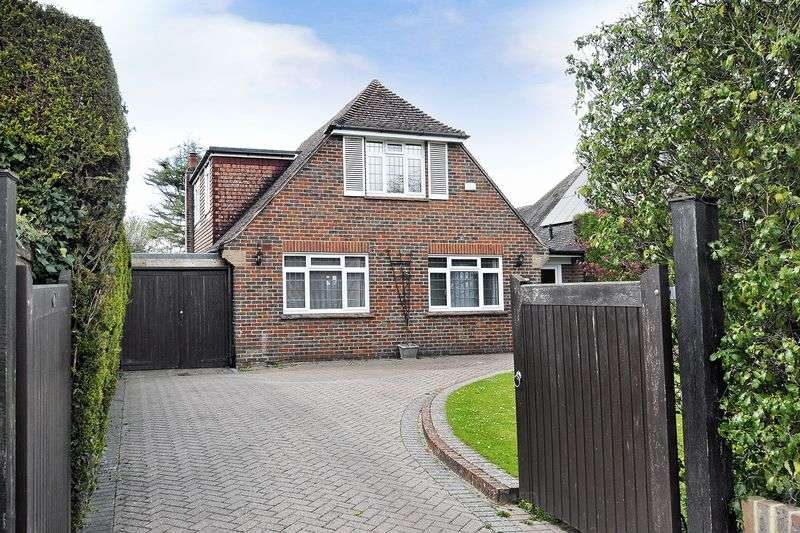 4 Bedrooms Detached House for sale in Bodiam Avenue, Goring-by-Sea