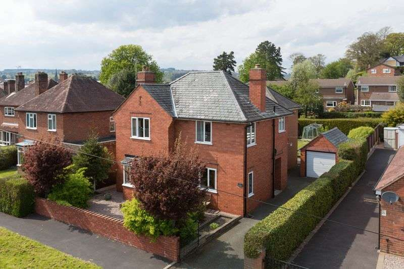 5 Bedrooms Detached House for sale in Ardmillan Close, Oswestry