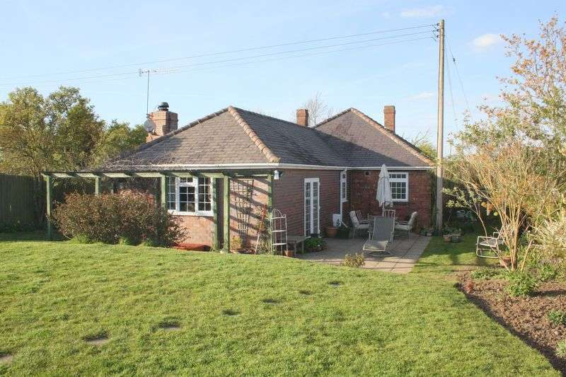 4 Bedrooms Detached Bungalow for sale in Leys Road, Harvington