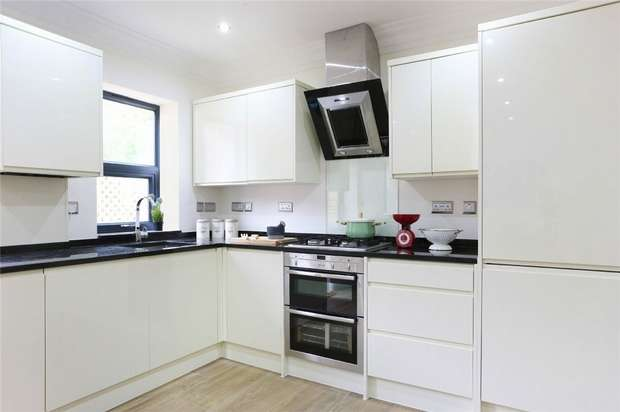 4 Bedrooms Flat for sale in Mill Hill Court, Acton