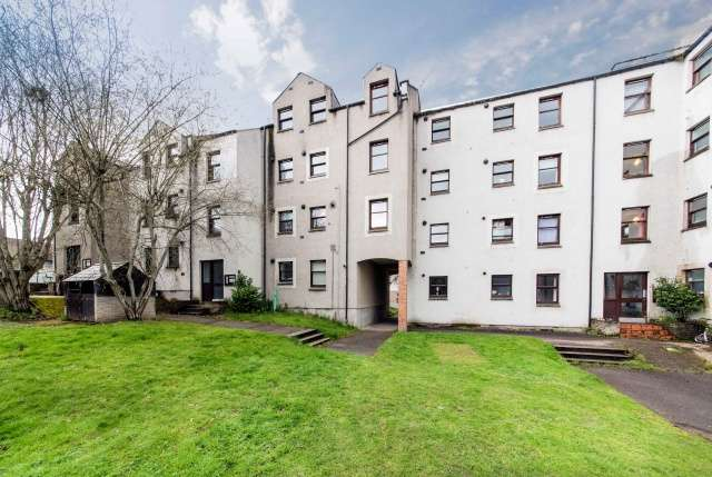 2 Bedrooms Flat for sale in Millside Terrace, Peterculter, Aberdeenshire, AB14 0WB