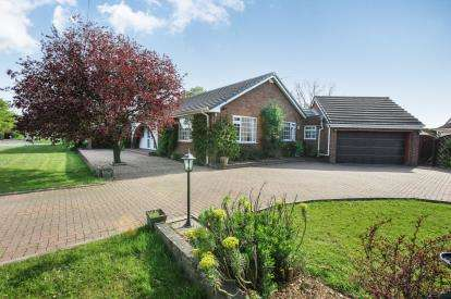 3 Bedrooms Bungalow for sale in Newcastle Road South, Brereton, Sandbach, Cheshire