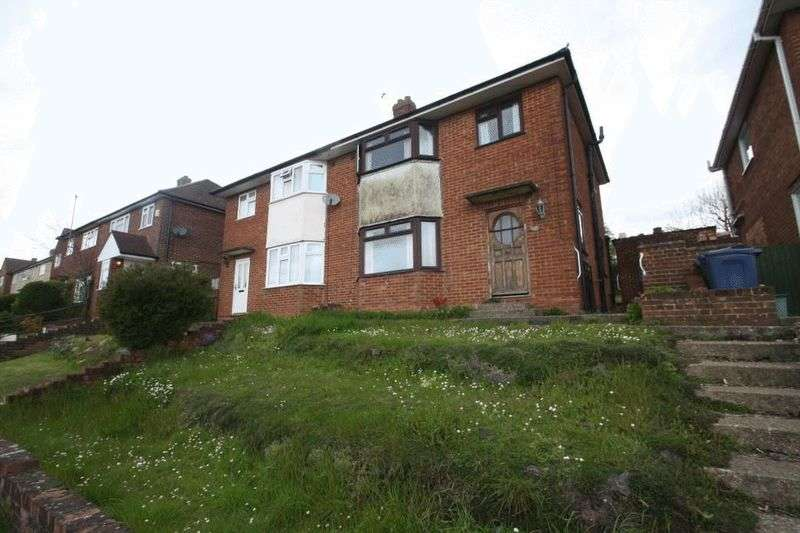 3 Bedrooms Semi Detached House for sale in Hillary Road, High Wycombe