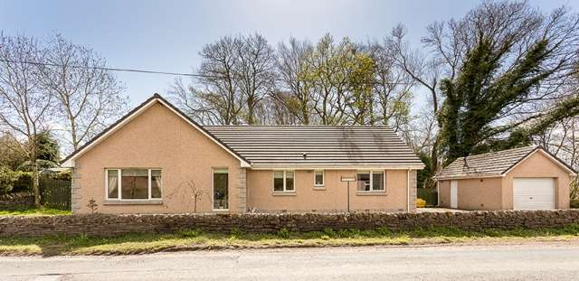 4 Bedrooms Bungalow for sale in Clocksbriggs, Forfar, Angus, DD8 2TA