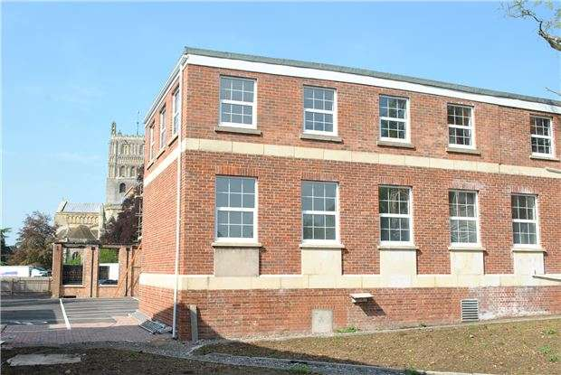 1 Bedroom Flat for sale in Abbey Square, Gander Lane, Tewkesbury, Glos, GL20 5PG