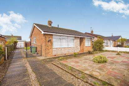 2 Bedrooms Bungalow for sale in North Way, Fleetwood, Lancashire, FY7