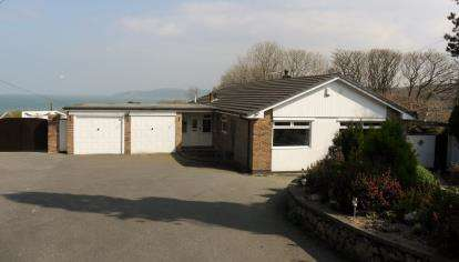 3 Bedrooms Bungalow for sale in Benllech, Tyn-y-Gongl, Sir Ynys Mon, LL74