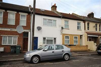2 Bedrooms Flat for sale in St. Andrew's Road, Walthamstow, E17
