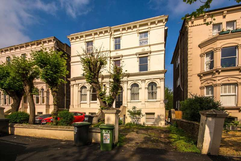 3 Bedrooms Flat for sale in Wickham Road, Brockley, SE4