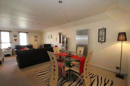 2 Bedrooms Flat for sale in Templehill, Troon