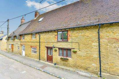 2 Bedrooms Terraced House for sale in Main Street, Westbury, Brackley, Buckinghamshire