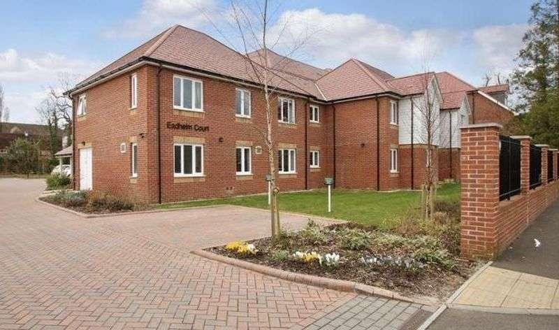 1 Bedroom Flat for sale in Eadhelm Court, Penlee Close, Edenbridge, Kent: One bed ground floor retirement apartment