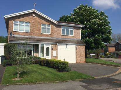 4 Bedrooms Detached House for sale in Ensbury Close, Willenhall, West Midlands