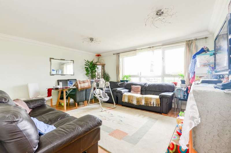 3 Bedrooms Flat for sale in Hyperion House, Brixton Hill, SW2
